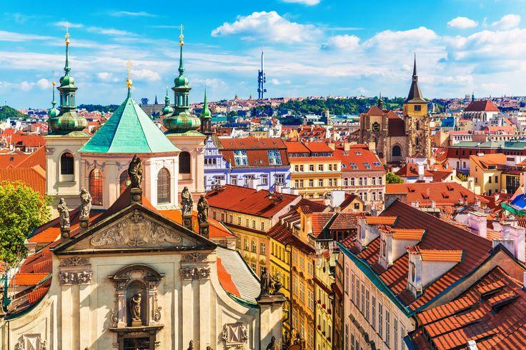 Voyage pour groupe scolaire : Découvrez la ville de Prague à travers un tour panoramique et un jeu de piste. Visite du Parlement de la République-Tchèque.