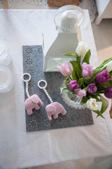 Uusi vuosi - lisää virkattuja norsuja ja blogille lyhyempi nimi!