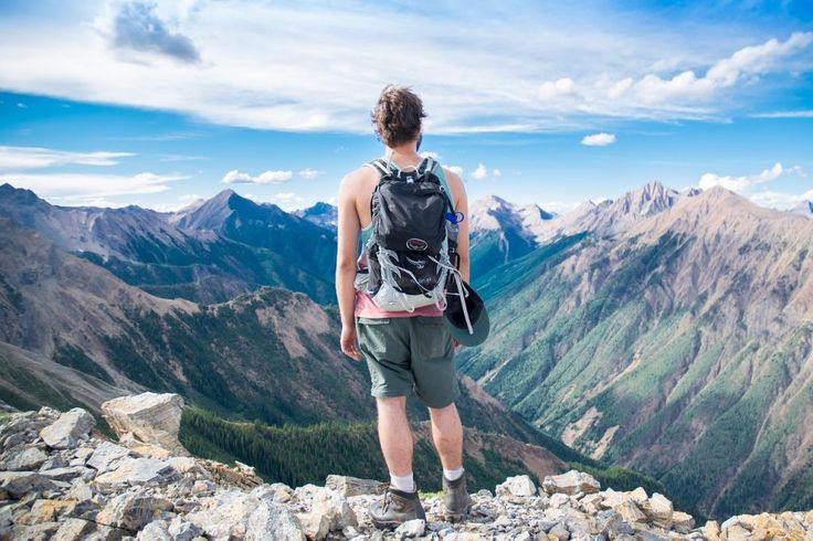 Here's why hiking is the best first date idea !
