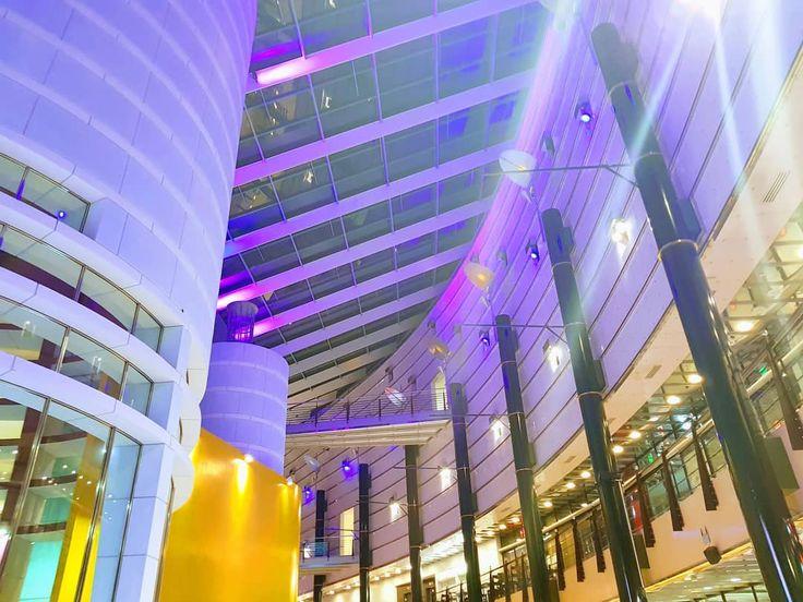 #bepoppori #architecturelover #architecturelovers #moderndesign #1989 #shoppingcenter #shimmering #lights #purple #white #yellow #ilovethiscity #pori #porinkansallinenkaupunkipuisto #suomi100 #suomi #finland