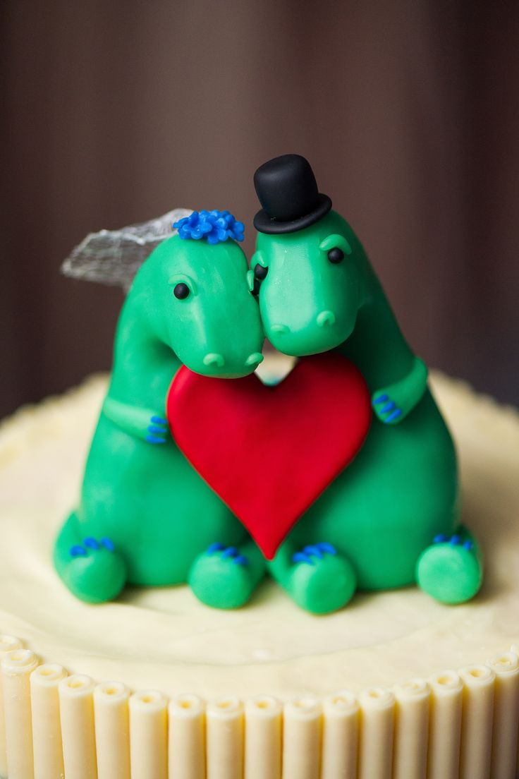 Dinosaur wedding cake - Imgur  You need this!!!!....eventually!!