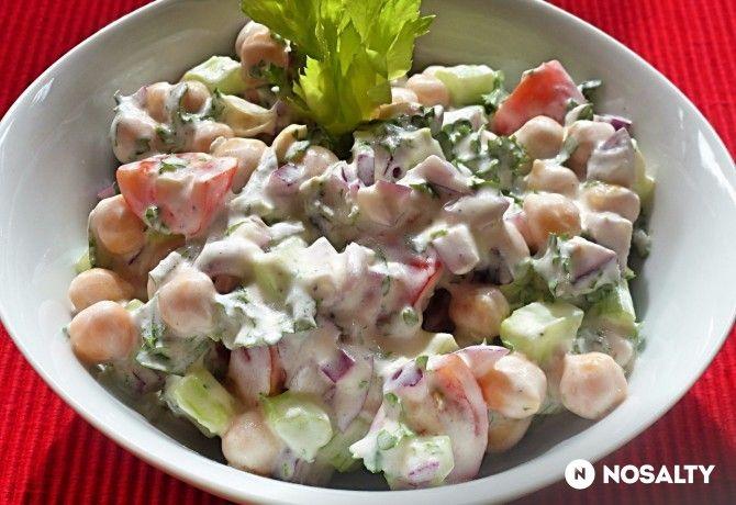 Joghurtöntetes csicseriborsó-saláta