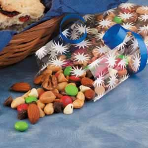 Chocolaty Christmas Snack Mix