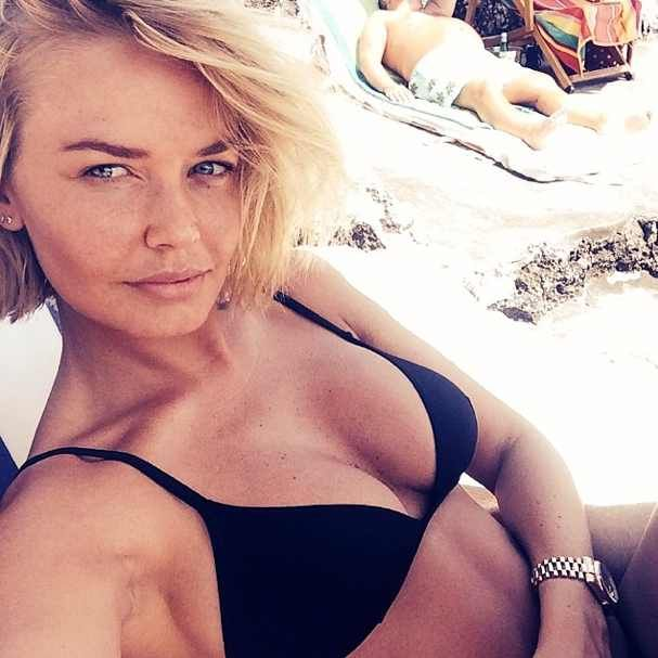 5 things you need to know to mimick a Lara Bingle haircut. Lara Bingle bob, and other hot textured bob/ lobs photo gallery to take to hairdresser
