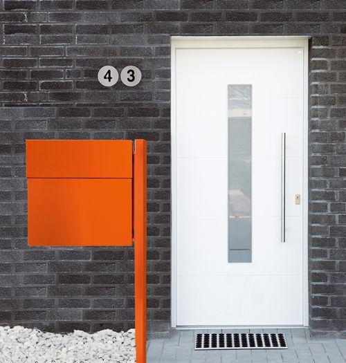 Radius Hausnummer, Feet-back Fußmatte und Letterman Briefkasten. Verschönern Sie Ihren Hauseingang mit ikarus.de Ideen! http://blog.ikarus.de/accessoires/hauseingang_7928.html