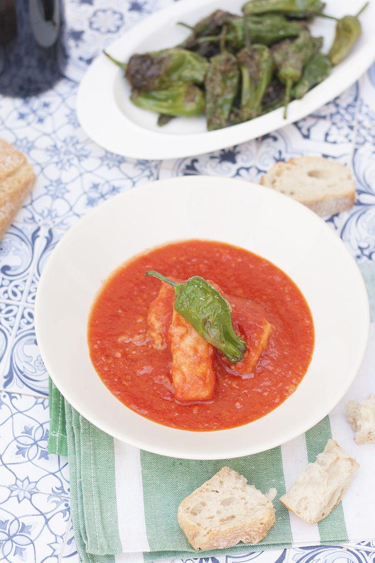 Bacalao frito con tomate. Receta en La Cuchara Azul- Food & Foodie