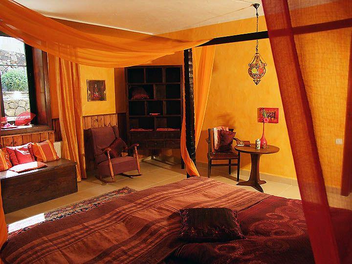 Vakantiehuis La Palma met zwembad Villa Azafran: De hoofdzakelijke slaapkamer in de stijl van 1001-nacht huizen bevat dit mooie vier-poster ...