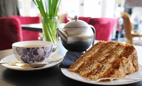 Tea & cake 30's style at Parisian-style tea salon Metro Deco, Brighton