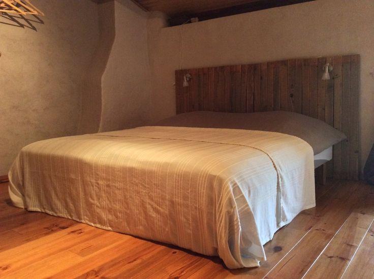 Le Bouleau is een ruim vrijstaand vakantiehuis voor zes personen. Dit huis heeft een comfortabele woonkamer met een grote houtkachel en een ruime woonkeuken waar de authentieke Franse muren sfeer geven. Vanuit de keuken stapt u gelijk op de ruime binnenplaats. Op de kopse kant van het huis naast de berk (Le Bouleau), is een...