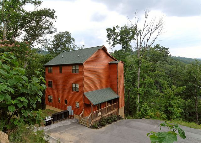 Wildbriar inn 810 8 bedroom cabins pigeon forge cabins for 8 bedroom cabins in gatlinburg