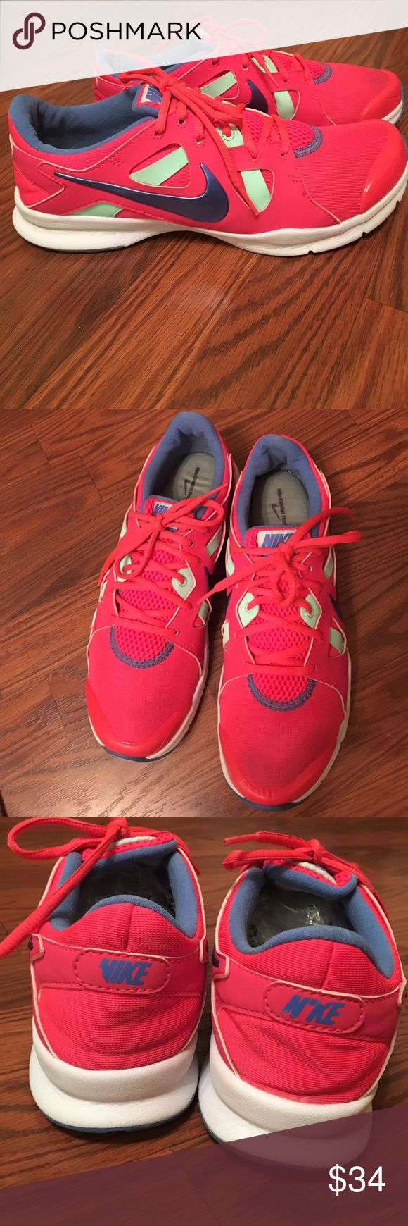 Women's Nike Training Shoes Worn a few times but in great condition! Nike Comfort Footbed, Size 9 Nike Shoes Athletic Shoes