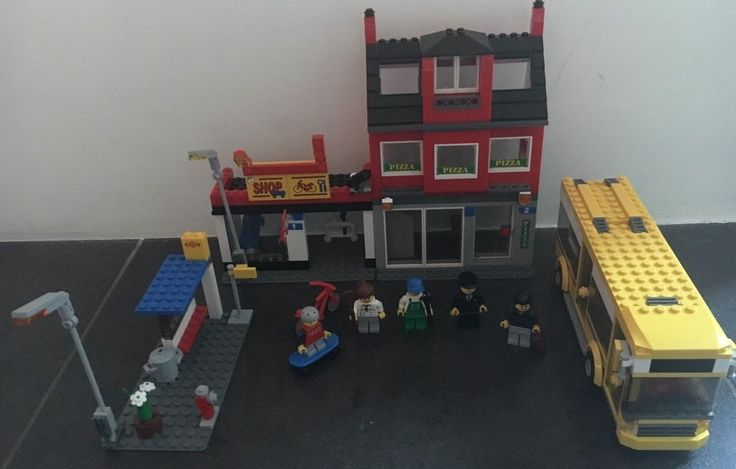 Lego City 7641 - City Corner with busstop and bus