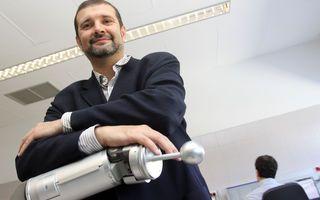 Mini robots cirujanos para reparar la cabeza Equipos de cirugía autónomos y dotados de inteligencia artificial que llegan al cerebro desde la nariz #equiposmedicos http://www.malagahoy.es/malaga/Mini-robots-cirujanos-reparar-cabeza_0_1094890845.html?utm_content=bufferf05a1&utm_medium=social&utm_source=pinterest.com&utm_campaign=buffer