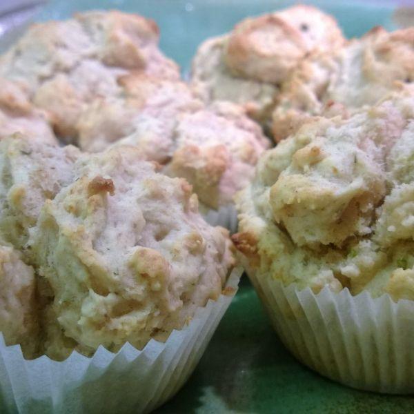 Scones med oregano i muffinsform
