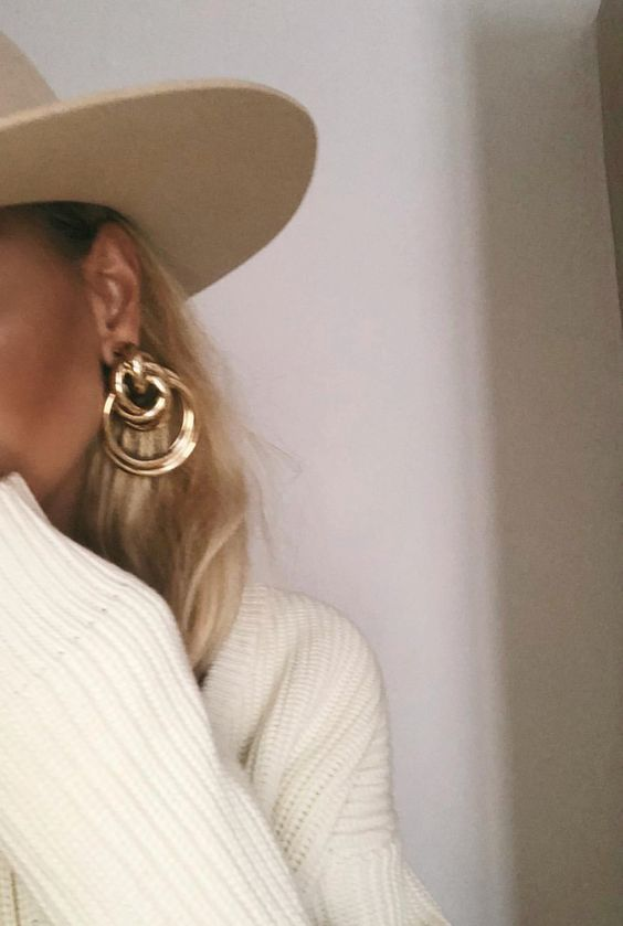 chunky gold hoop earrings & hat #accessories #style #styleblogger #goldhoops