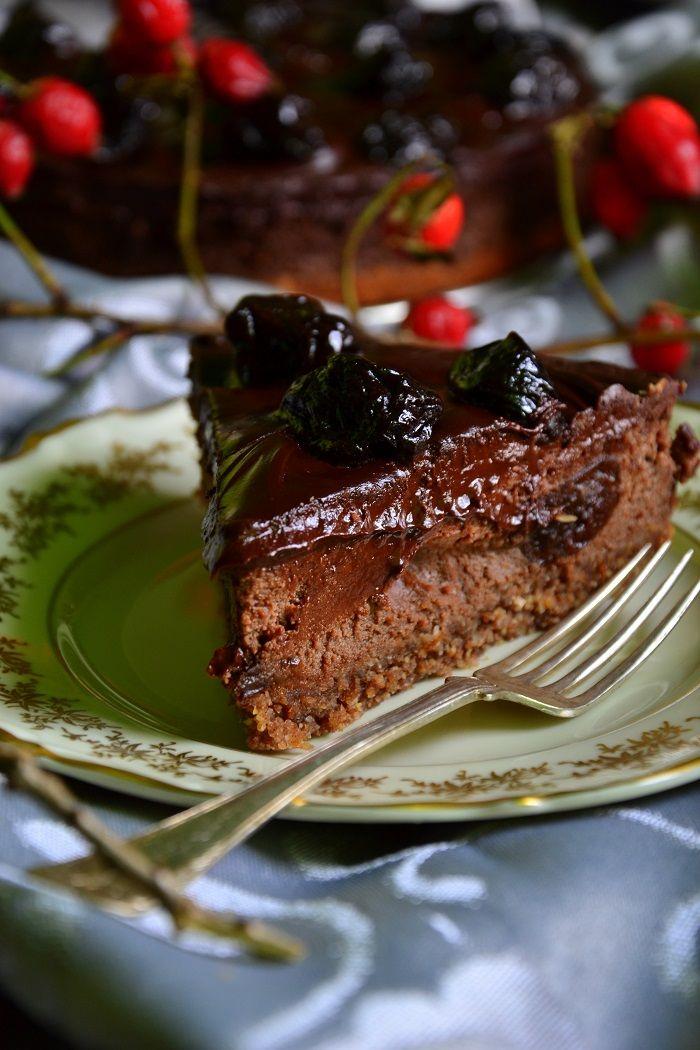 Tofurnik czekoladowy ze śliwkami