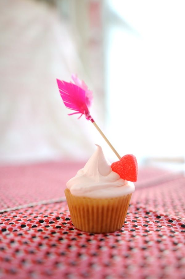Cupid's Arrow Valentine Cupcake Toppers DIY | Oh Happy Day!