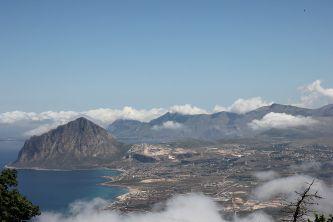 Widok z Erice na Monte Cofano  Erice, Sycylia, Włochy