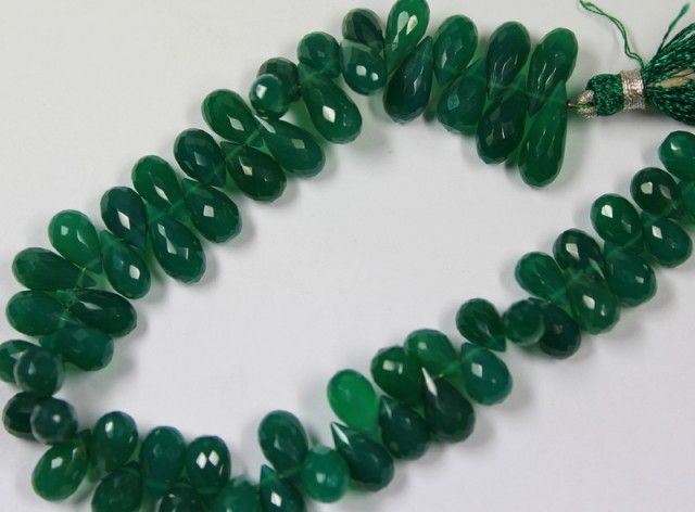 152 CTS - 1 STRAND GREEN ONYX BEADS 9 X 6 MM - 8 INCHES