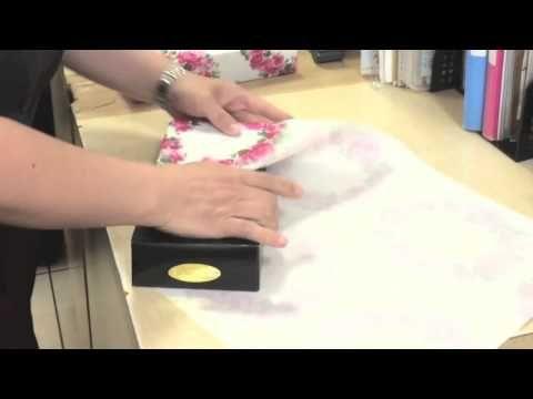 So verpackst du ein Geschenk in 15 Sekunden. Und die Schleife gibt's obendrauf!