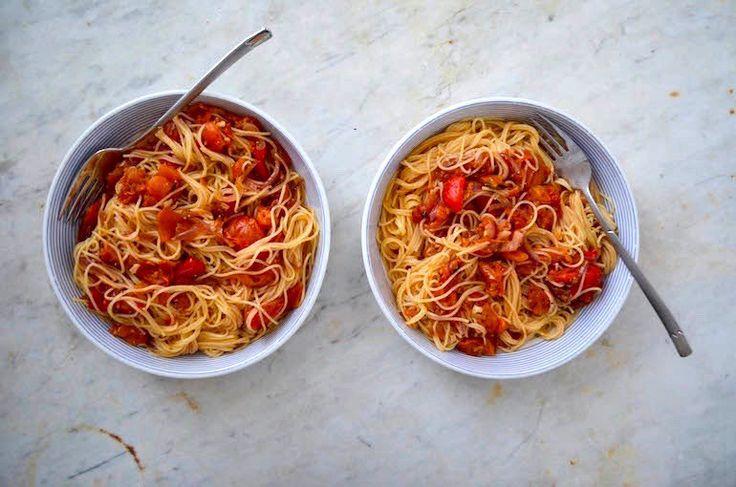 Montag: Nudeln mit gerösteten Tomaten und Paprika   – vegan