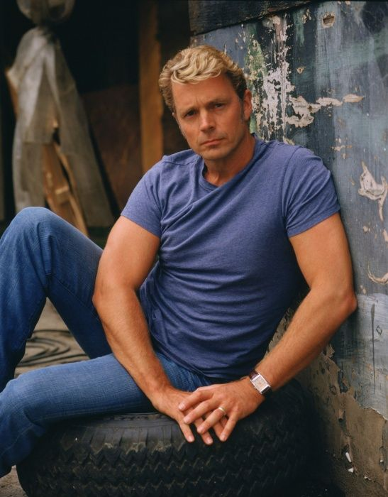 John Schneider as Jonathan Kent in #Smallville - Season 4