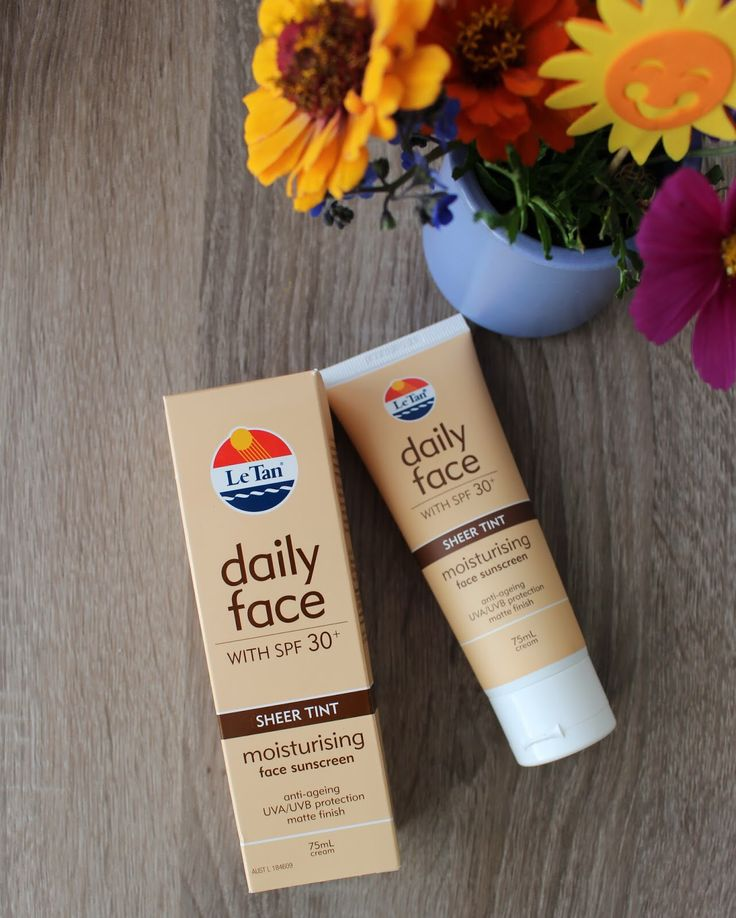 Le Tan Daily Face Sheer Tint SPF 30+ zit in een tube van 75 ml en is een multifunctioneel product (3-in-1); vochtinbrenger, zonnebrandcrème en teint. Multifunctionele producten zijn erg nuttig voor mij, het scheelt je veel tijd en er zitten veel voordelen in slechts één tube, dat is toch mooi?  Le Tan Daily Face Sheer Tint SPF 30+ is specifiek voor het gezicht en de nek geformuleerd, maar ik kan je adviseren om het ook voor je decolleté te gebruiken.