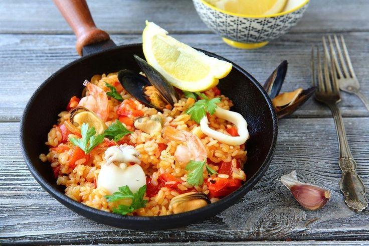 ИСПАНСКИЕ БЛЮДА !  У каждой страны есть национальные блюда, которыми она гордится. Жителям солнечной Испании уж точно есть чем поделиться. В обзоре несколько рецептов лучших блюд испанской кухни.