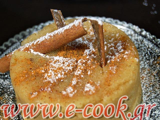 Χαλβάς σιμιγδαλένιος με κουκουνάρι. | Συνταγές μαγειρικής e-cook.gr
