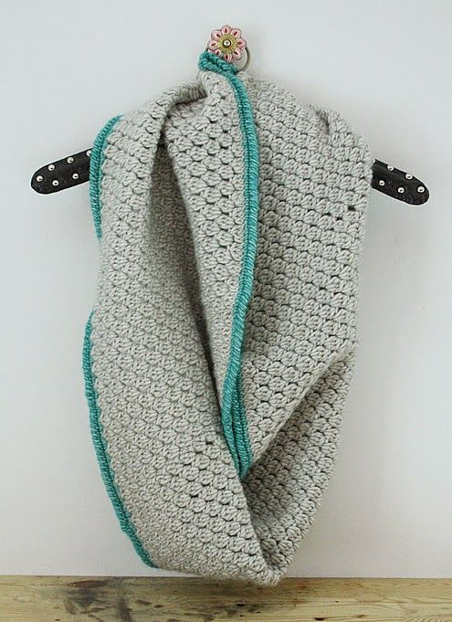 Gehaakte sjaal, gemaakt met #StonewashedXL van Scheepjeswol.