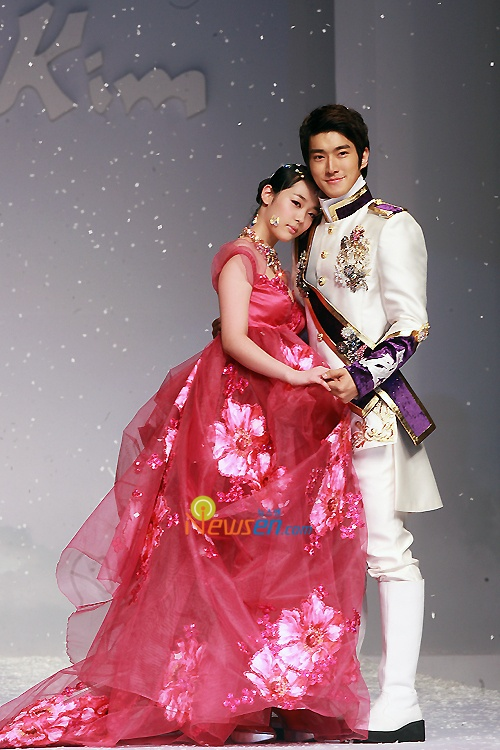 Siwon and Sulli for Andre Kim Fashion Show
