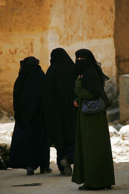 Yemen| Veiled women in Yemen |  © Eric Lafforgue