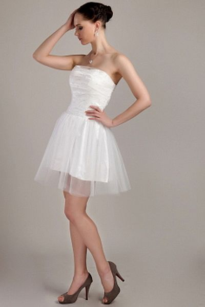 A-Line Tulle Elegant Graduation Dresses wr0771 - http://www.weddingrobe.co.uk/a-line-tulle-elegant-graduation-dresses-wr0771.html - NECKLINE: Strapless. FABRIC: Tulle. SLEEVE: Sleeveless. COLOR: White. SILHOUETTE: A-Line. - 119.59