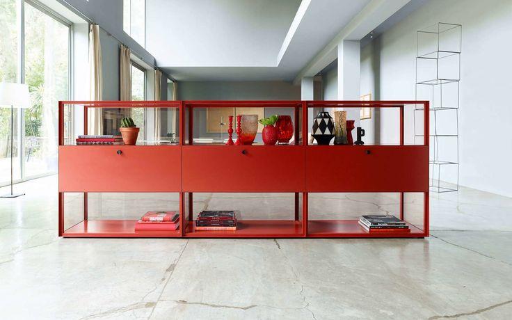 Коллекция стеллажей Mesh из металла и тонированного стекла — HQROOM