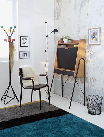 Nouveautés La Redoute Intérieurs : Un bureau XXS en bois clair et en noir dans une déco XXL. Plus de photos sur Côté Maison http://petitlien.fr/8440