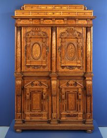 Armoire 17th century armoire, a Fassadebschrank - intarsia on oak with a pine base.