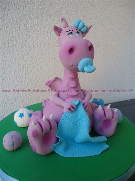 Alexsandra Caldeira link to her blog page with cute pictures of smaller cakes