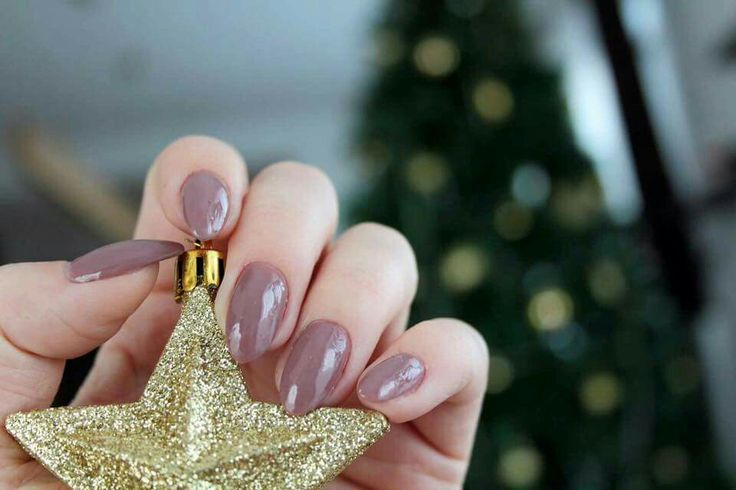 Taupe almond nails