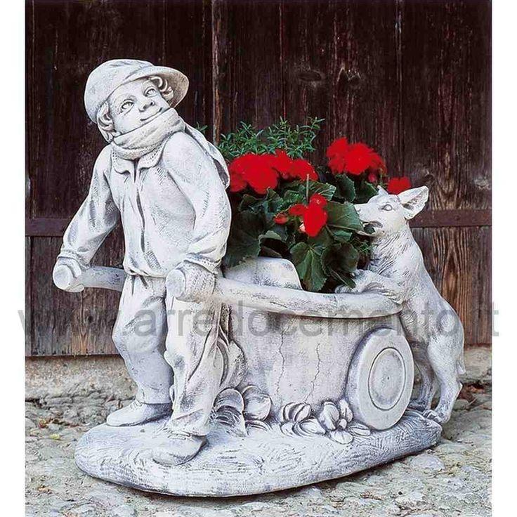 statua da giardino con portafiori