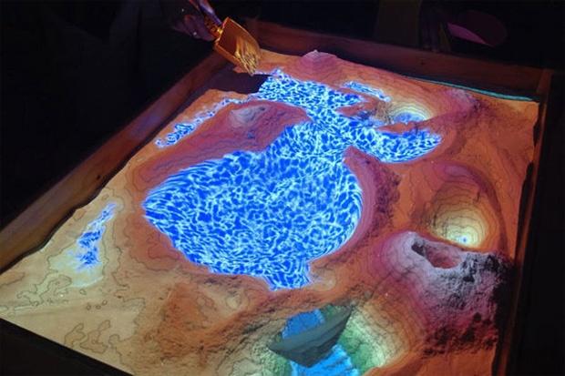 Caixa de areia com realidade aumentada permite estudo topográfico
