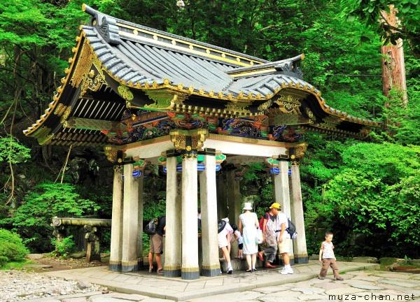 Temizuya, Rinno-ji Taiyuin Mausoleum, Nikko ( muza-chan.net/japan/index.php/blog/temizuya-rinnoji-nikko, 2011 )