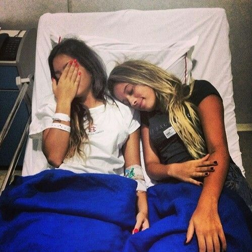 If my friends come and visit me like this when I get surgery this summer <33