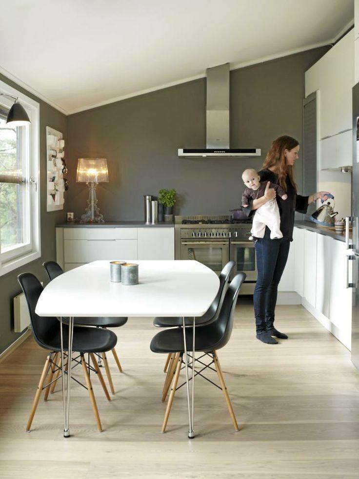 klassisk spisebord og designerstole - Eames
