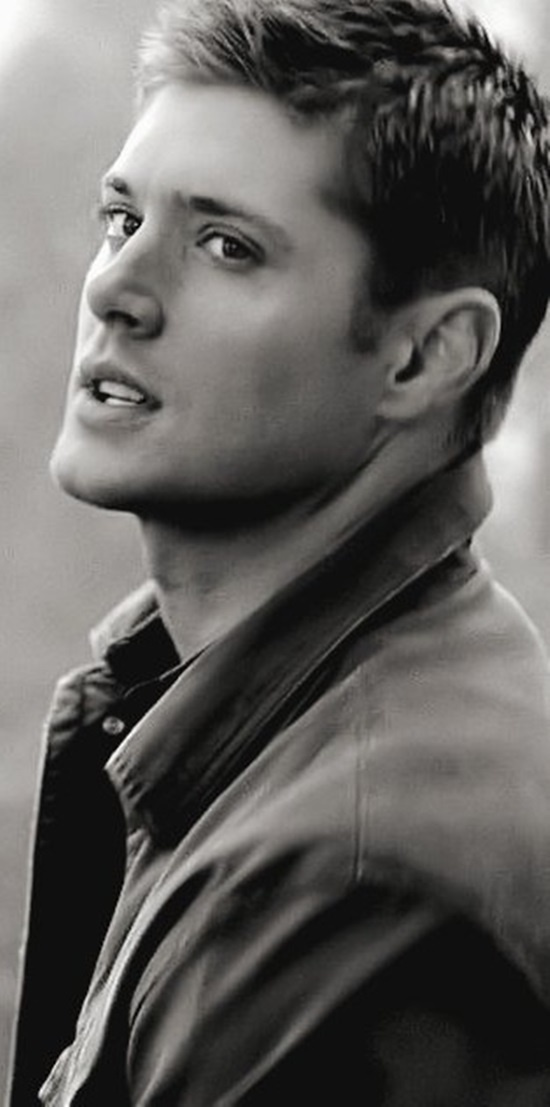 Yum. Jensen Ackles- Dean Winchester on Supernatural <3