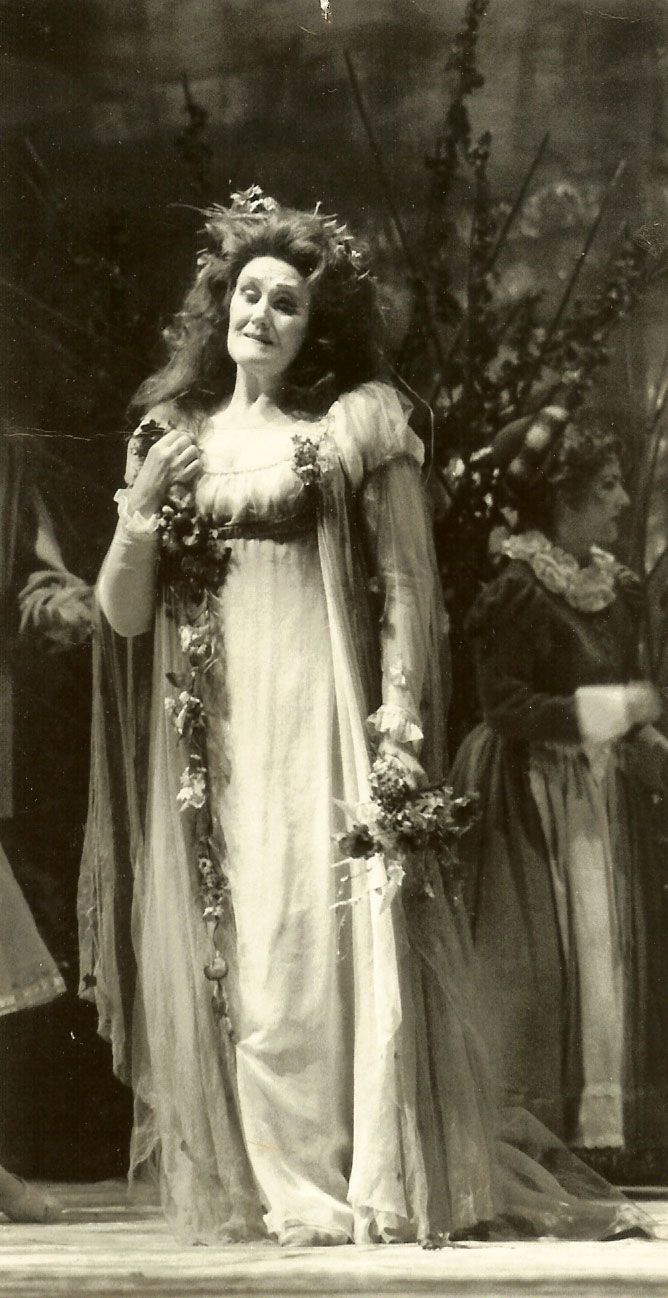 Dame Joan Sutherland as Ophélie in the Canadian Opera Company's 1985 production of Ambroise Thomas' Hamlet