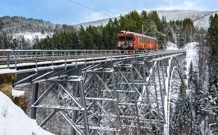 Santa´s train by Ole Morten Eyra