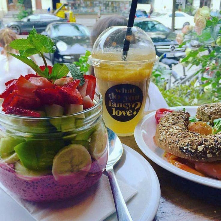 Chia Pudding, frischer Saft und leckere Bagels zu jeder Tageszeit bei What do you fancy love? in Berlin-Charlottenburg | www.cremeguides.com