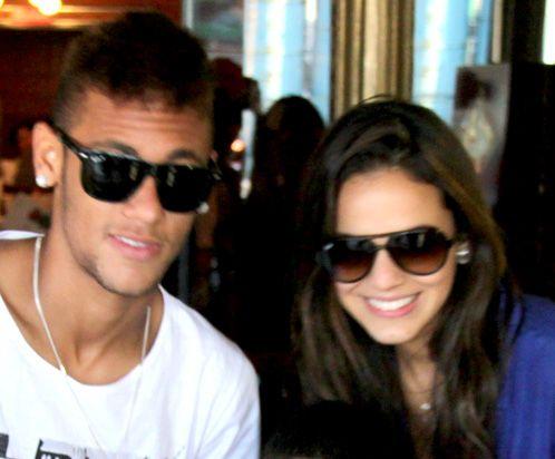 Bruna Marquezine e Neymar: o casal favorito do mercado publicitário - http://colunas.revistaepoca.globo.com/brunoastuto/2013/04/01/bruna-marquezine-e-neymar-formam-o-casal-sensacao-da-publicidade-para-o-dia-dos-namorados/ (Foto: AG.News)