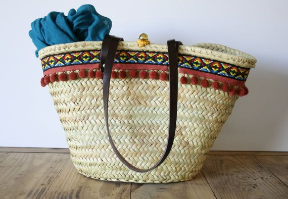 Straw Bag for City. #basket #capazo #tote #woven #mediterranean #tassels by MIMEYCO