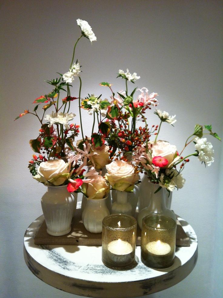 Prachtige vaasjes gevuld met de mooiste bloemen